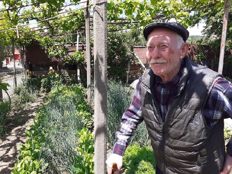 Благоевградски столетник не пропуска по чашка ракия всеки ден