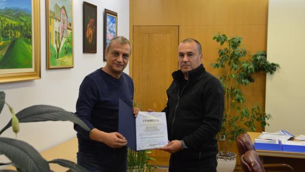"""Кметът Илко Стоянов връчи грамоти от  Евро фолк 2021"""" на две фолклорни групи и техните ръководители"""