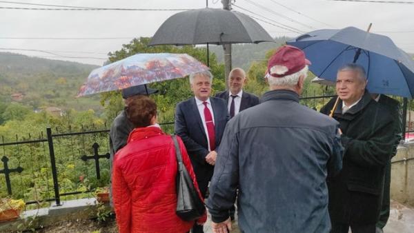 Министър Бойко Рашков уважи храмов празник и проведе работни срещи в община Гърмен