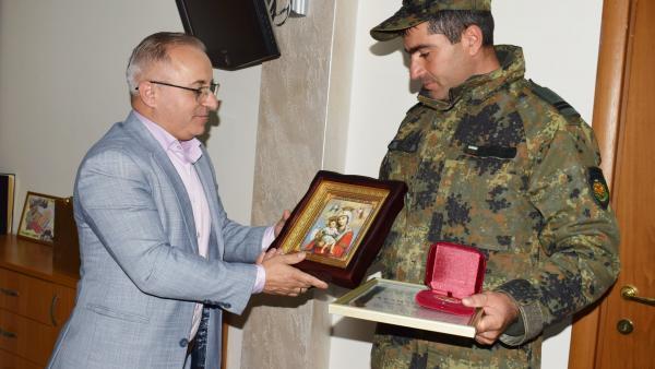 Кметът на община Сандански награди героят сержант Секулов