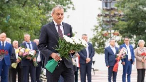 Кметът Илко Стоянов и благоевградската общественост почетоха 113 г. Независима България
