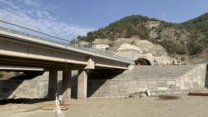 Три свлачища  бавят строежа на  магистрала Струма