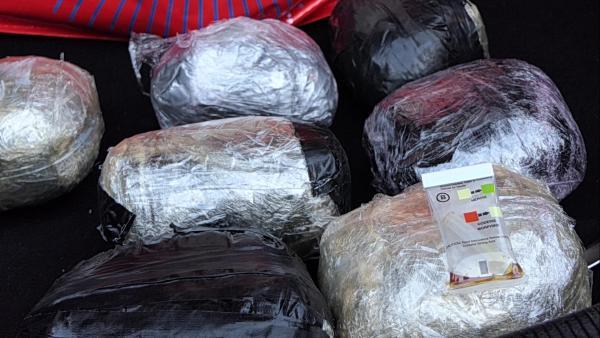 Задържаха под стража трафиканти на хероин от Петричко