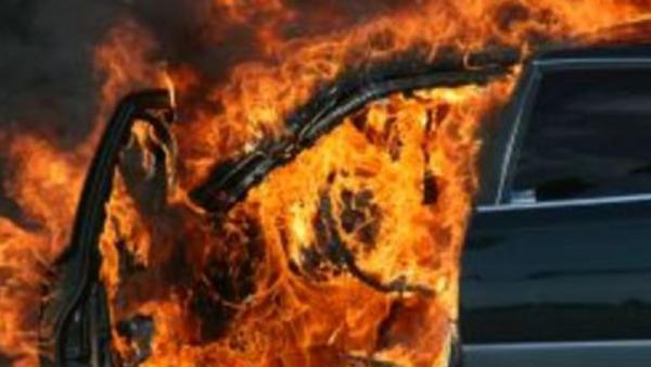Два автомобила са откраднати от с. Стара Кресна, единият запален в Разлог
