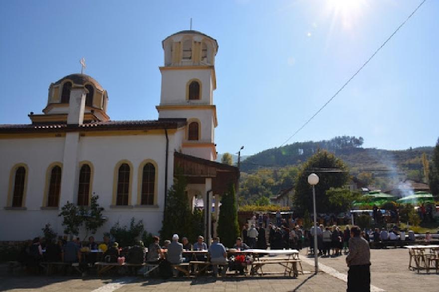 Отменят празничните събития за Петковден в село Полена