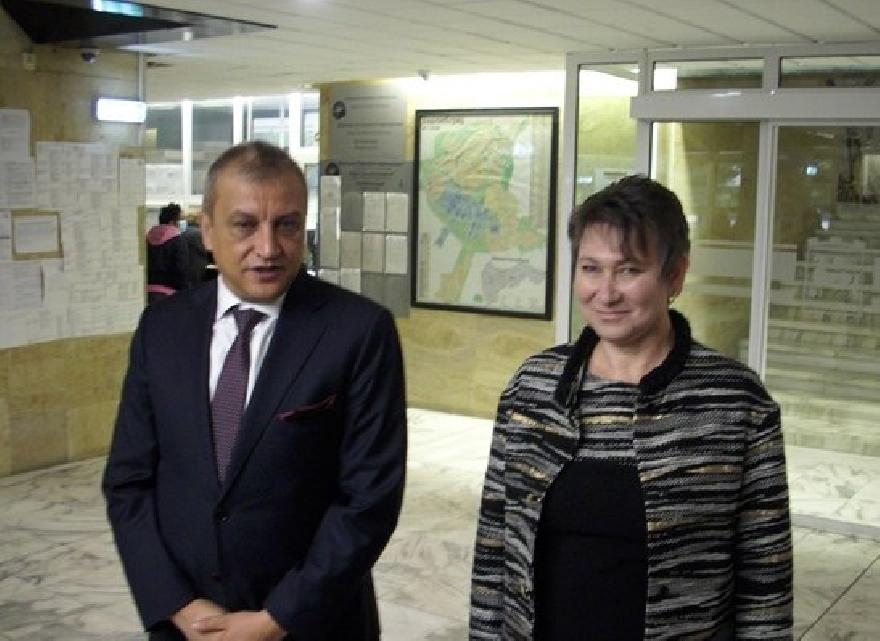 Кметът Илко Стоянов и икономическият министър Везиева обсъдиха  възможности за развитие на община Благоевград