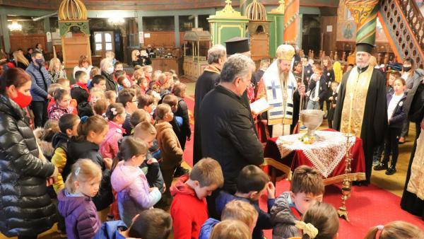 Неврокопският митрополит Серафим откри учебната година по вероучение в Банско